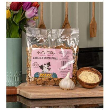 Betty Miller Garlic Chicken Paws 400g Biscuit Treats