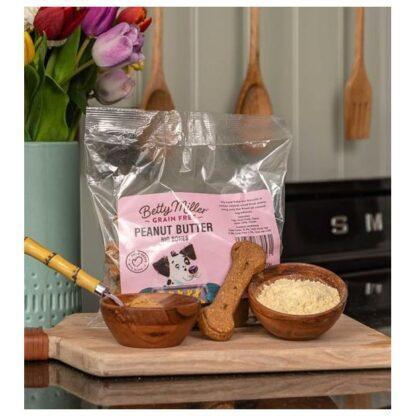 060525770531 Betty Miller Peanut Butter Big Bones 400g Biscuit Treats